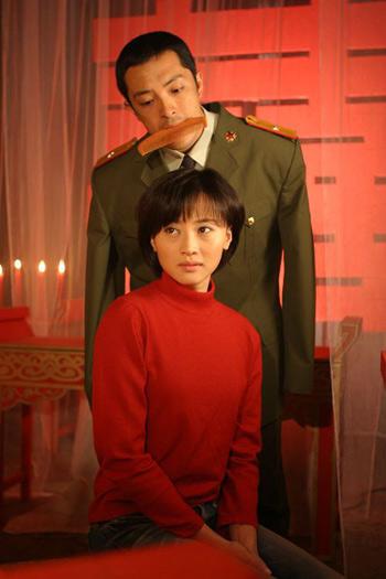 《今生欠你一个拥抱》讲述了断臂军人和爱人忠贞厮守的爱情故事
