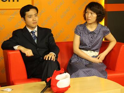 光大保德信动态优选灵活配置混合型基金拟任基金经理于进杰(左一)和王健接受搜狐基金采访