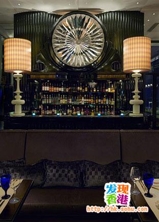 位于香港中环五星级的兰桂坊酒店29至30层的餐厅酒吧azure由香港青年