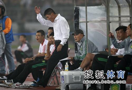 图文:[中超]北京1-0陕西 李章洙大怒