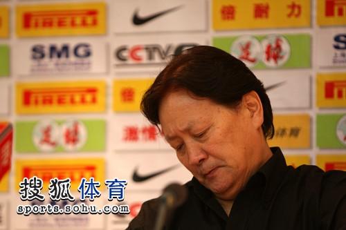 图文:[中超]北京1-0陕西 眉头紧锁