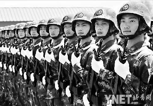 战略导弹部队徒步方队参加阅兵的士兵 摄影/通讯员 张铁汉