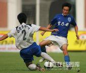 图文:[中超]广药2-1长沙 胡兆军在比赛中