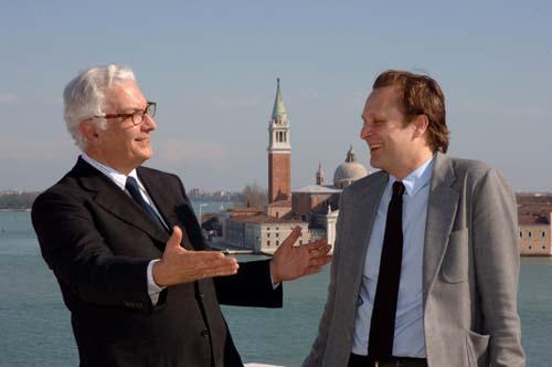 双年展主席保罗-巴拉塔和策展人丹尼尔-伯恩鲍姆