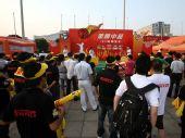 图文:激情中超杭州站 现场球迷