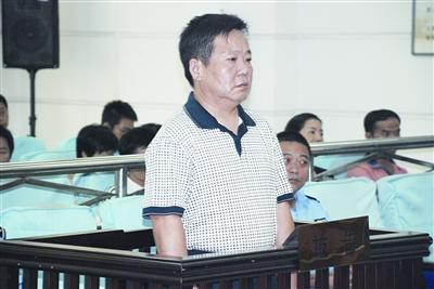 9月8日,湘潭市中级人民法院审判庭,龙国华在受审通讯员