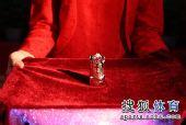 图文:马龙刘诗雯当选乒超最佳 戒指展示