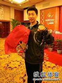图文:马龙刘诗雯当选乒超最佳 马龙钻戒特写