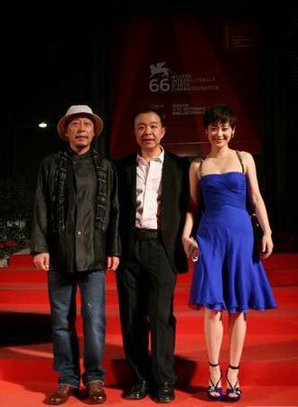 倪大红(右)、《透析》导演刘杰(中)梅婷(左)