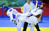 图文:侯玉琢跆拳道女子57KG级夺冠 被对手踢中