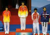 图文:侯玉琢跆拳道女子57KG级夺冠 领奖台上