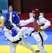 图文:侯玉琢跆拳道女子57KG级夺冠 如猛虎下山