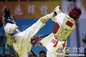 图文:跆拳道女子57公斤级决赛 侯玉琢躲闪