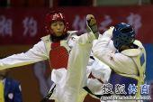 图文:跆拳道女子57公斤级决赛 侯玉琢进攻