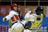 图文:全运会跆拳道男子68KG级决赛 李来爆头