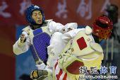图文:跆拳道女子57公斤级决赛 雷杰进攻凶猛