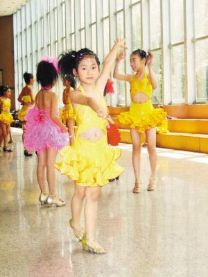 刘思琦参加拉丁舞表演后。