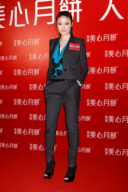 9月3日,陈慧琳产子后首次接下宣传活动,高调亮相,依旧完美身形,羡煞旁人。