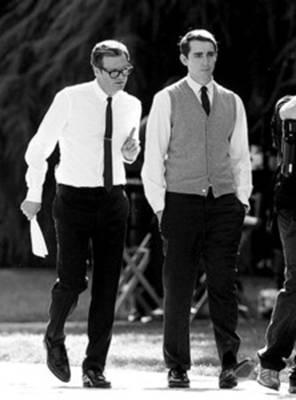 福特亲自为费尔斯和霍尔特设计紧身衬衫和休闲服。