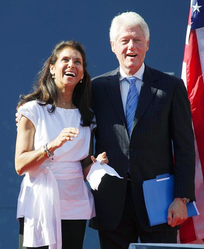 两人笑容满面