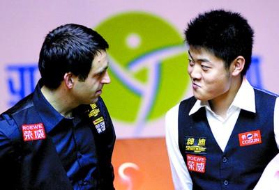 虽然对梁文博(右)大加赞美,但奥沙利文还是觉得丁俊晖才是中国第一人 新华社发
