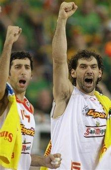 图文:欧锦赛西班牙胜立陶宛 加巴约萨怒吼