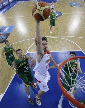 图文:欧锦赛西班牙胜立陶宛 加索尔上篮