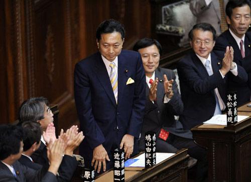 当地时间2009年9月16日,日本召开特别国会,民主党代表鸠山由纪夫正式当选日本第93代、第60位首相。据悉,鸠山将立刻建立组阁本部,已经确定的内阁成员将集中,然后正式宣布名单 。来源:东方ic