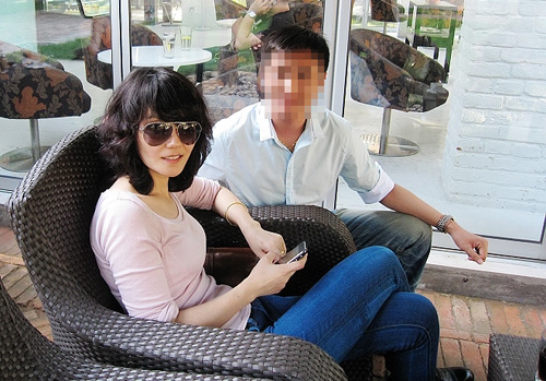 9月初,北京,王菲喝下午茶,被粉丝捉到合影