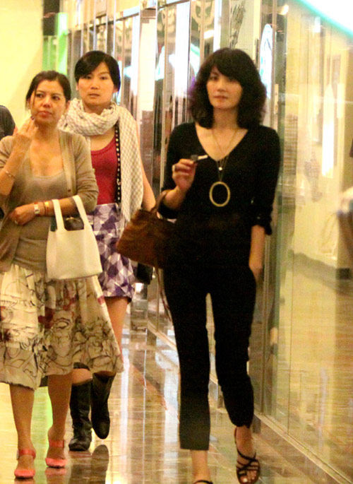 去香港之前,老王与友人在望京吃饭。