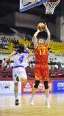 图文:中国女篮狂胜泰国 陈晓丽投篮