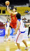 图文:中国女篮狂胜泰国 马增玉在比赛中上篮