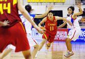 图文:中国女篮狂胜泰国 马增玉带球突破