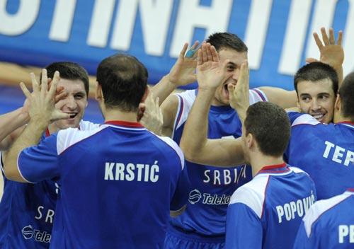 图文:塞尔维亚胜俄罗斯 塞尔维亚庆祝
