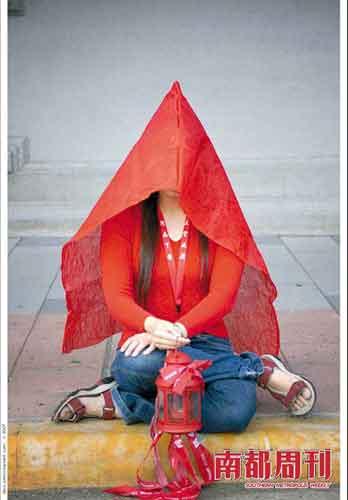 红衫军静坐抗议。供图 莫忘初