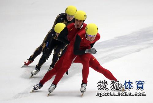 图文:男子5000米接力预赛 中国队不让日本