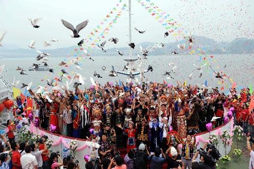 千岛湖举行中华56个民族风情秀水婚典