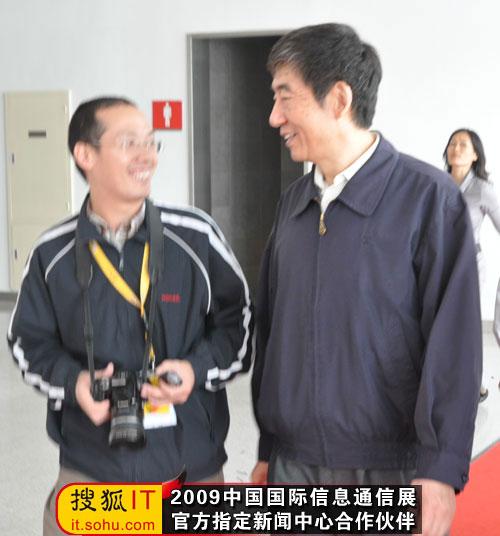 奚国华副部长和搜狐IT编辑交谈