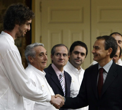 图文:首相接见西班牙男篮 西班牙首相接见球队