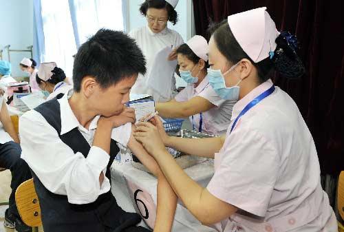 9月21日,京源学校的学生在接种甲型H1N1流感疫苗。