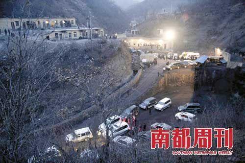 """2007年3月28日,山西省临汾市余家岭煤矿""""3・28""""瓦斯爆炸事故现场。频发的矿难,使得山西煤老板和地方政府形象大大受损。"""