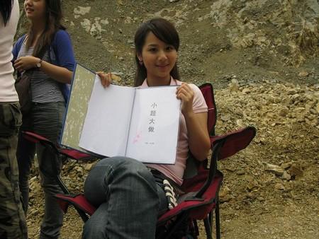 杨紫在电影《小题大做》片场