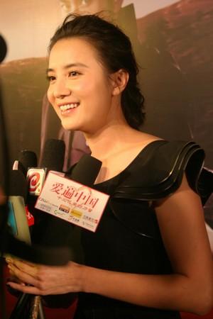 小宋佳接受记者访问