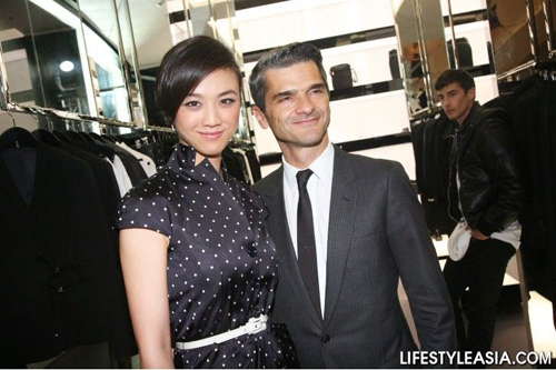 Dior高层亲自招待,汤唯享受贵宾版的待遇。