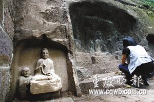 钓鱼城城墙内意外挖出道教石像 记者 罗川 摄