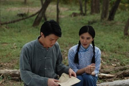 《长城外面是故乡》中与年轻演员搭戏