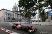 图文:F1新加坡站第一次练习 科瓦莱宁在赛道上
