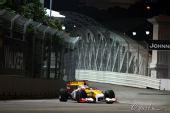 图文:F1新加坡站第一次练习 阿隆索在赛道上