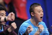 图文:乒乓球团体赛1/4决赛 马琳场边呐喊