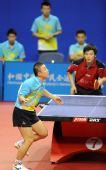 图文:乒乓球团体赛1/4决赛 马琳发球瞬间